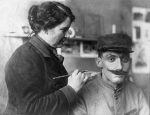 Paris, France. Anna Coleman Ladd fitting soldier with restorative face mask.
