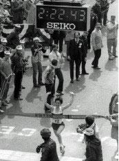 Joan Benoit Samuelson crossing the Boston Marathon finish line